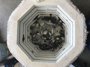 Accident de cuisson dans un four Isuni - Les briques endommagées sont brisées